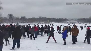 Snowball fight breaks out at the National Mall