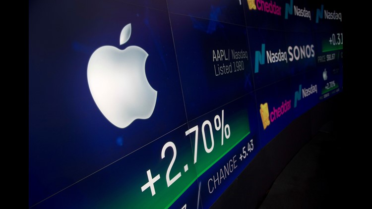 AP APTOPIX TRILLION DOLLAR APPLE F USA NY
