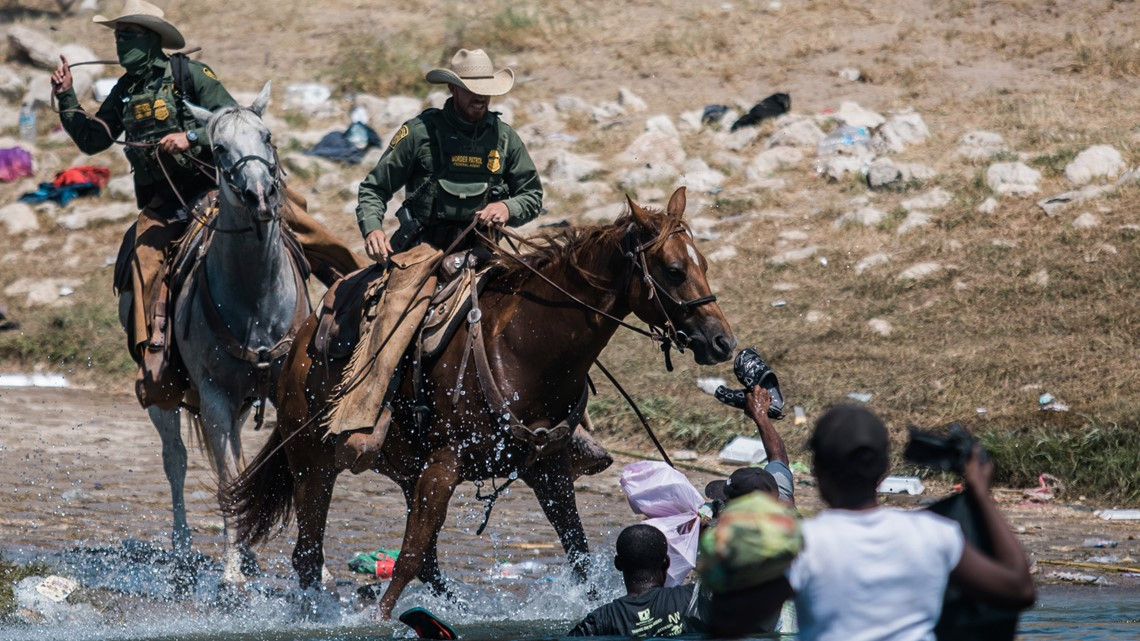 Yes, photos of US Border Patrol agents on horseback chasing migrants are real