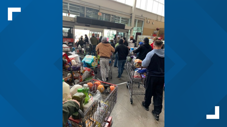 Texans helping Texans   H-E-B let customers take free groceries when power went out, Facebook post says