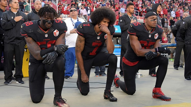 Kaepernick kneels-17715115-17715115