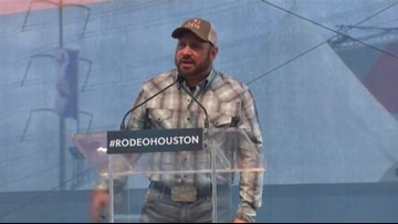 Garth Brooks will open, close RodeoHouston in 2018