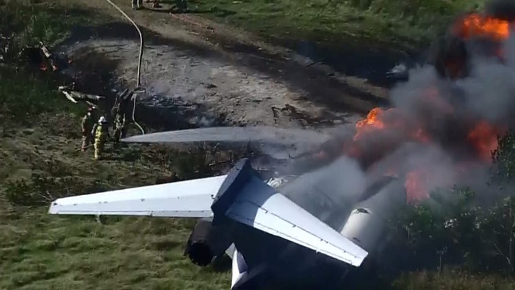 'Get out, get out!': Astros fans survive after plane headed to  ALCS crashes, burns near Houston