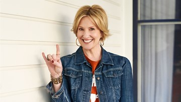UT alumna, New York Times best-selling author to give 2020 commencement keynote address