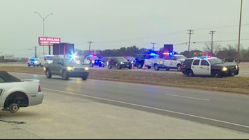 Pedestrian dies in wreck involving 18-wheeler on I-35 in Austin