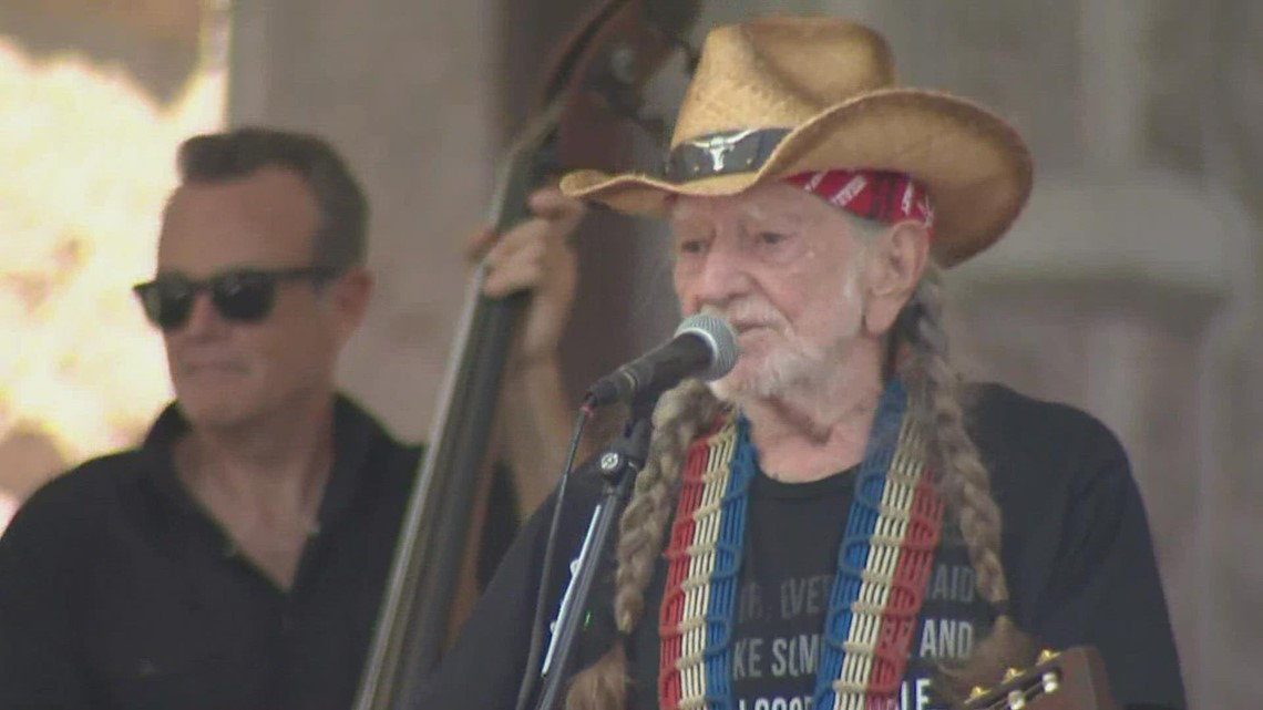 Willie Nelson closes out rally at Texas Capitol