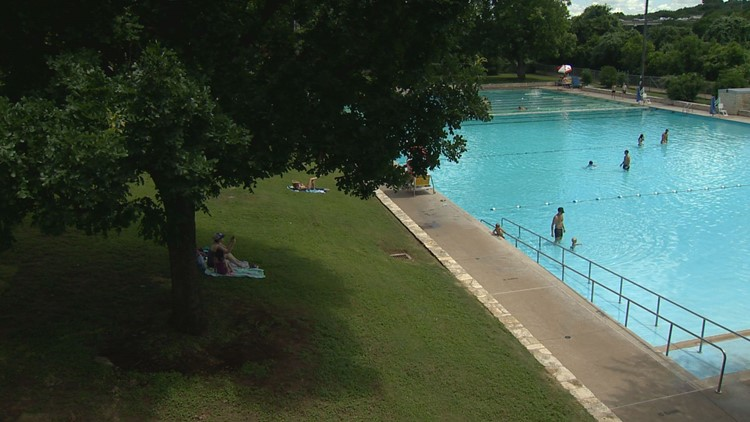 Austin parks staff considering metered parking at Deep Eddy Pool to discourage misuse