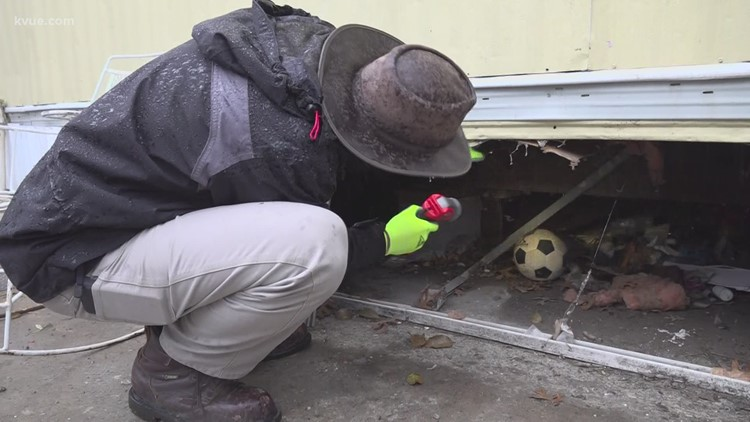 Plumbers outside of Texas volunteer to fix broken pipes for free
