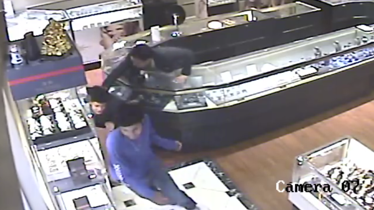 Jewelry store suspected thieves.
