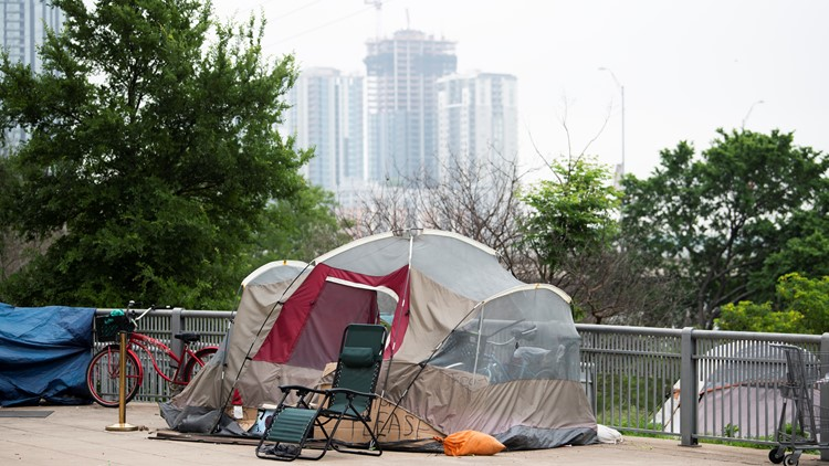 What guidance are Austin officers getting in enforcing the camping ban?