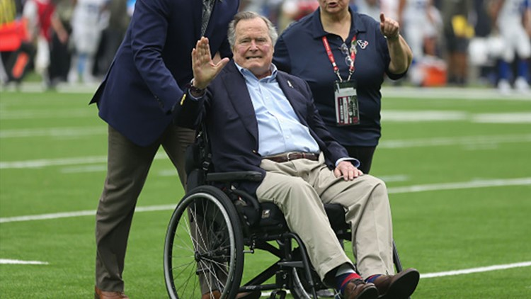 George HW Bush to stay in hospital through weekend