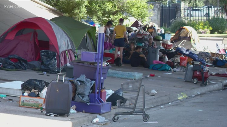 Austin police clear homeless camp off I-35 in Downtown Austin