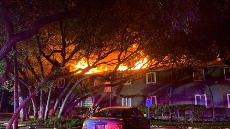 2 killed, 9 displaced in South Austin apartment fire Monday morning