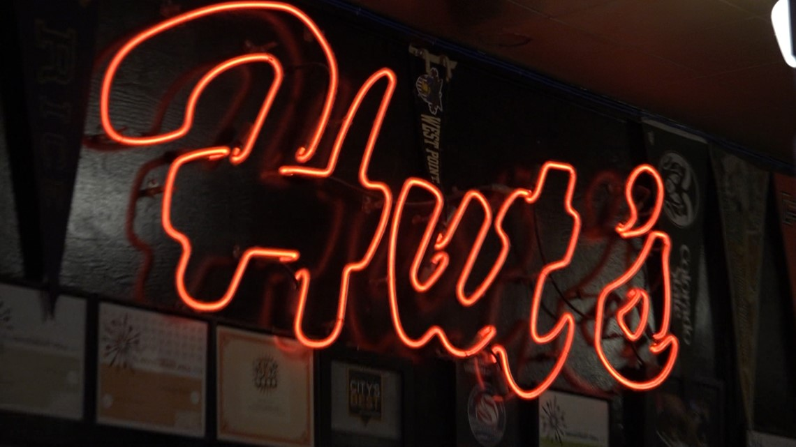 Hut's Hamburgers fans say goodbye to the Downtown Austin location