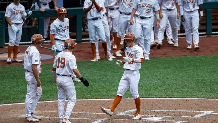 Texas beats Tennessee in second game of College World Series