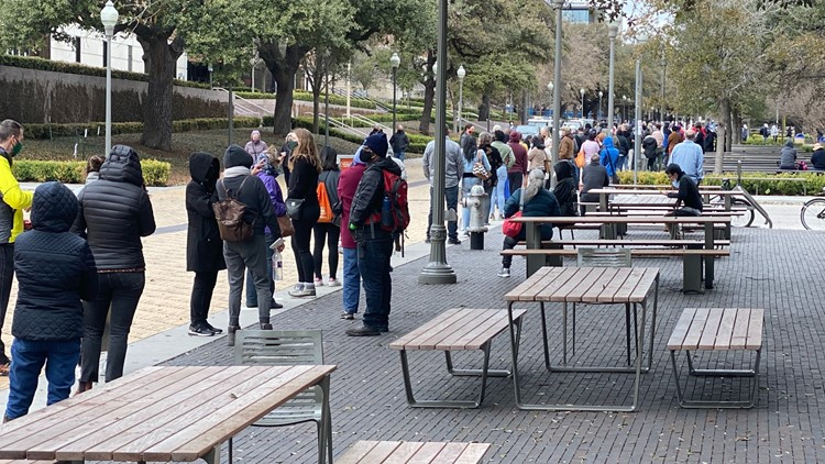 'Inappropriately shared' link leads to long lines at UT Austin COVID-19 vaccination site