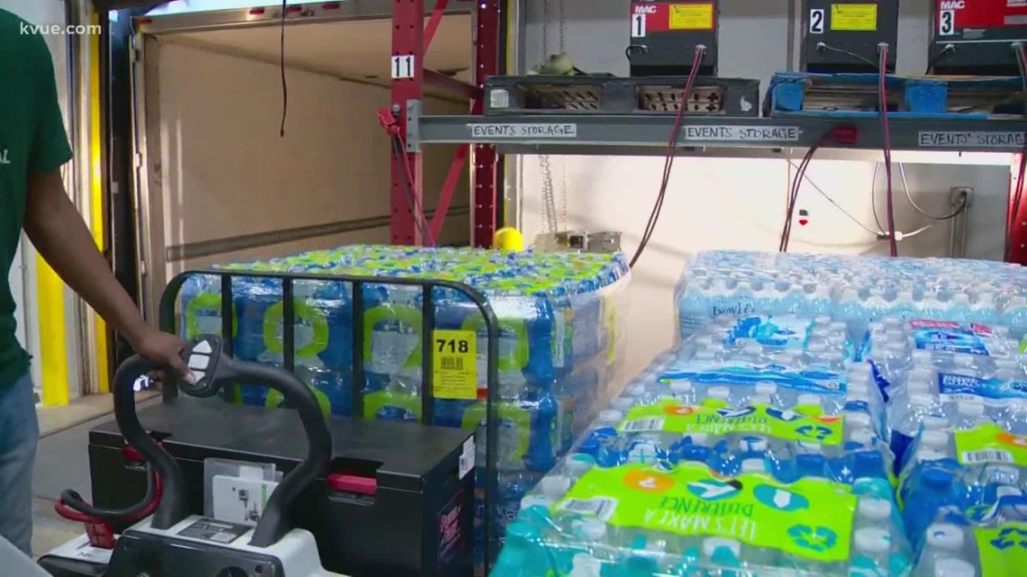 Pennsylvania town donates bottled water to Texans in need