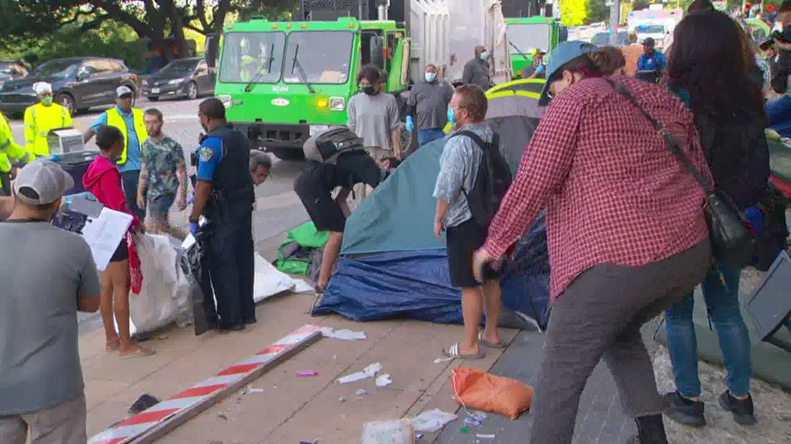 Police, city crews cleaning up homeless tents at Austin City Hall
