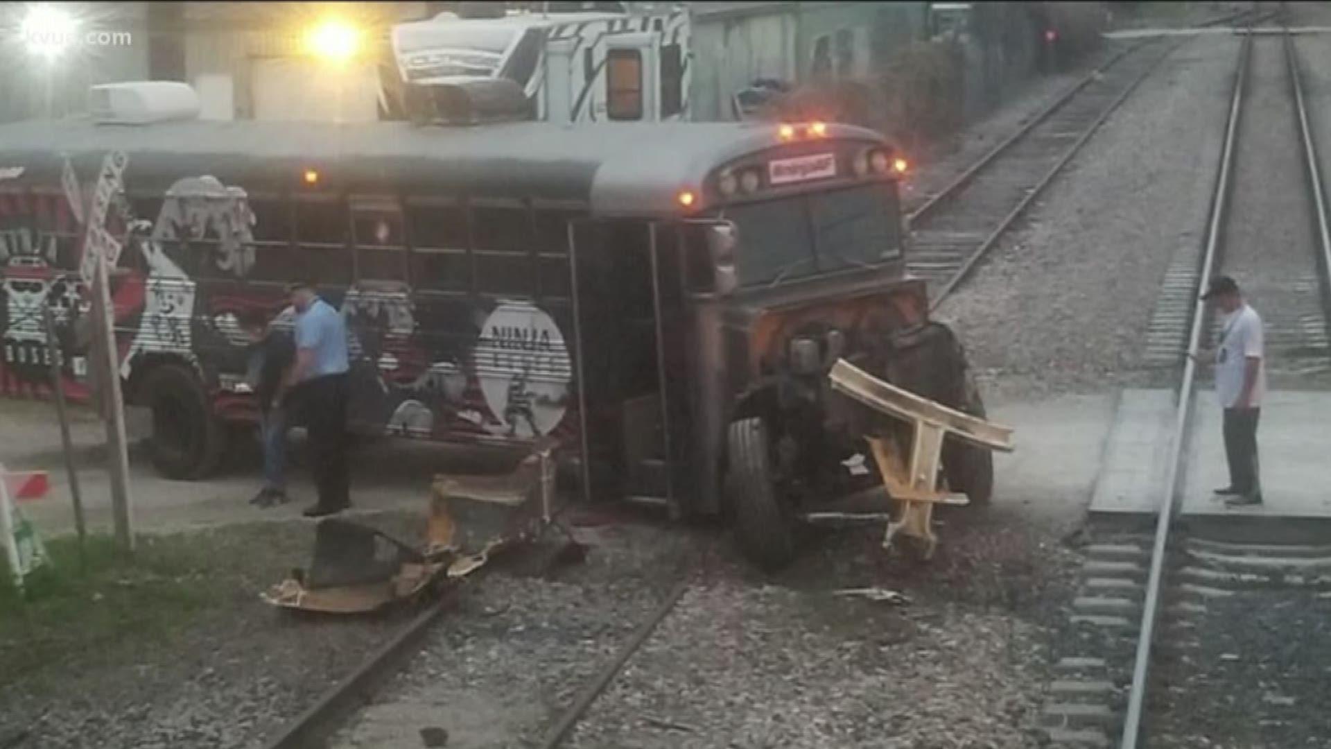 Amtrak Train Crashes Into Bus In North Austin Officials Confirm Kvue Com