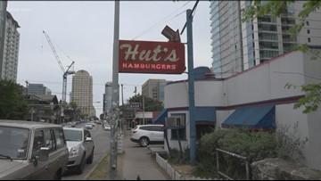 Austin's Hut's Hamburgers makes its last call