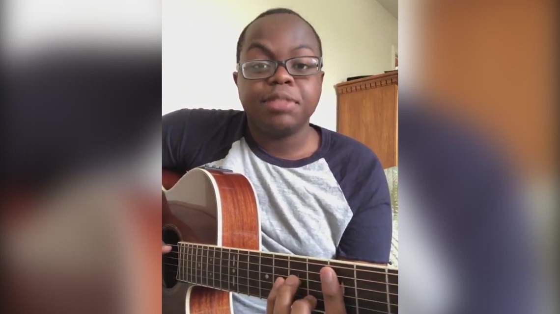 UT student adds rap verse to 'Fly Me to the Moon,' goes viral