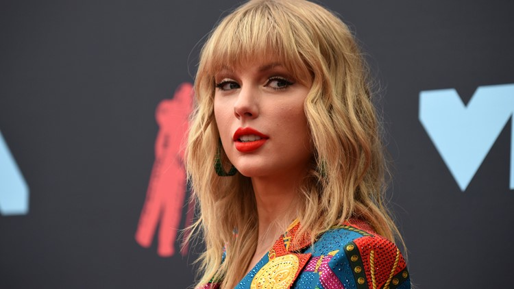 Taylor Swift accuses music executives of blocking her from performing her music
