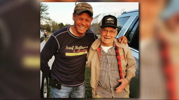 POP WATCH: East Texas grandfather's Facebook page nears 5M fans