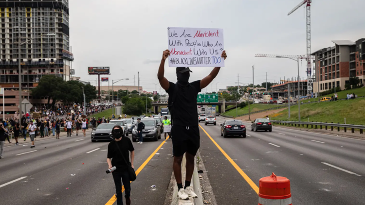 Protesters who obstruct emergency vehicles could face felony charges under bill passed by Texas House